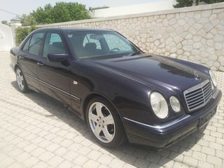 Mercedes-Benz E 200 AVANDGARDE